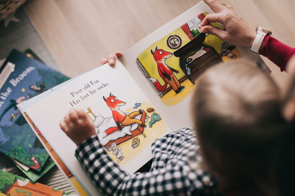 dítě knížka