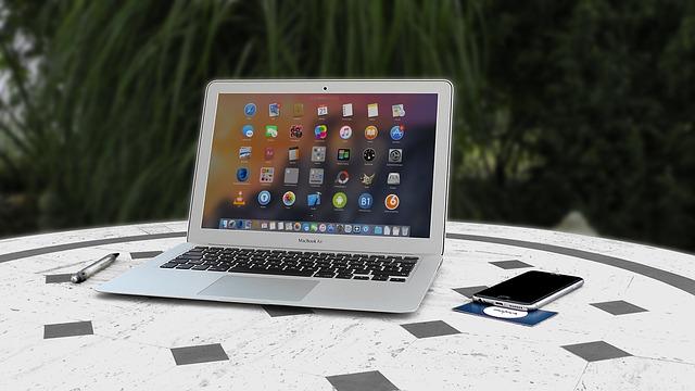 notebook, mobil, spousta ikonek
