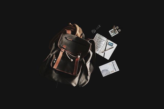 batoh a kniha
