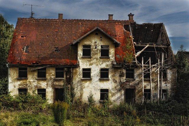 zřícenina domu
